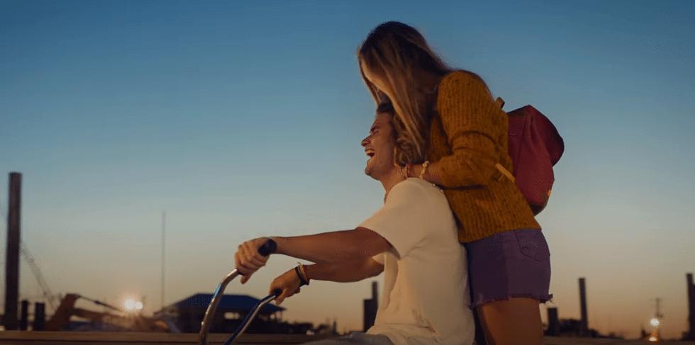 Clip de Kygo & Donna Summer - Hot stuff sur Yellow.radio